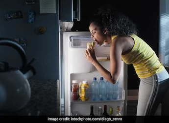 Late-Night Snacking May Hamper Your Performance At Work: Study