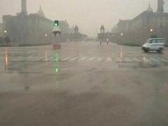 Weather Updates: दिल्ली-NCR में बारिश से तापमान में आई गिरावट, जानें शुक्रवार को कैसा रहेगा मौसम का मिजाज