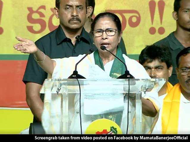 """Video : """"Why Don't You Come For A Debate"""": Mamata Banerjee Dares PM At Rally"""
