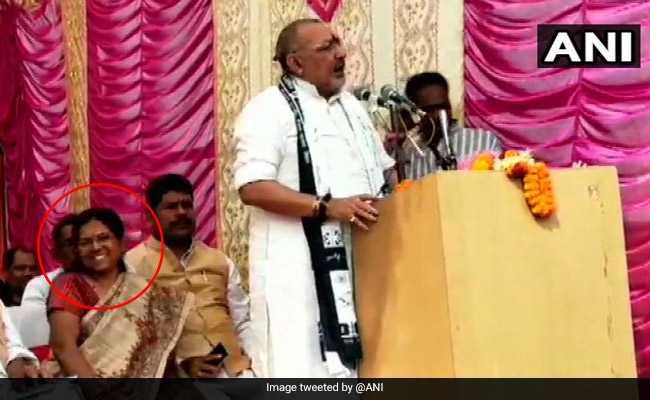 'मेरी लड़ाई जेल और बेल वालों से': गिरिराज सिंह बोल रहे थे, मंच पर हंस रही थीं मुजफ्फरपुर कांड में जमानत पर रिहा मंजू वर्मा