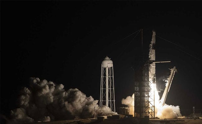 SpaceX Launches Rocket Carrying New Dragon Capsule