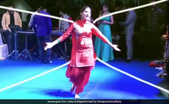 Sapna Choudhary का  'गोली चल जावेगी' सॉन्ग पर तूफानी डांस,  Video ने मचाया तहलका