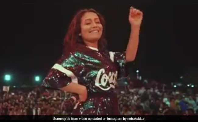 Neha Kakkar की धमाकेदार परफॉर्मेंस पर लोगों ने लगाए नेहा-नेहा के नारे, Video ने मचा दी धूम