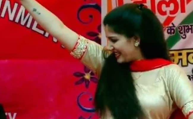 Sapna Choudhary ने Holi पर डांस से बरपाया कहर, 'तेरा स्विमिंग पूल बनवा दूंगा' ने उड़ाया गरदा- देखें Video