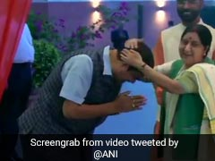 Video: Sushma Swaraj's Playful Blessing For Nitin Gadkari At BJP Office
