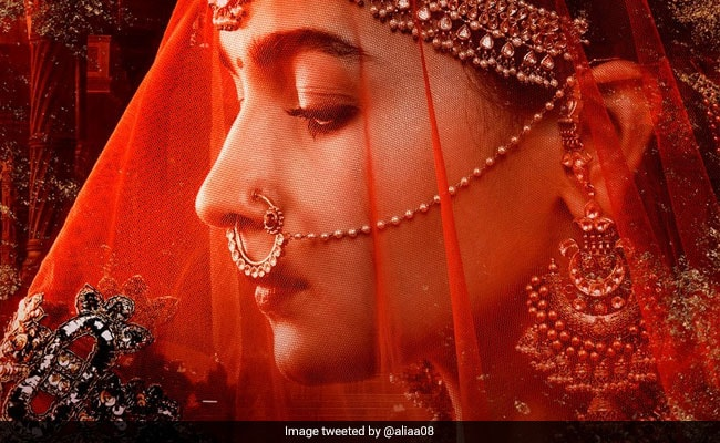Kalank: Alia Bhatt's First Look As Roop Is Breathtaking. Can't Wait To Meet The Other #WomenOfKalank