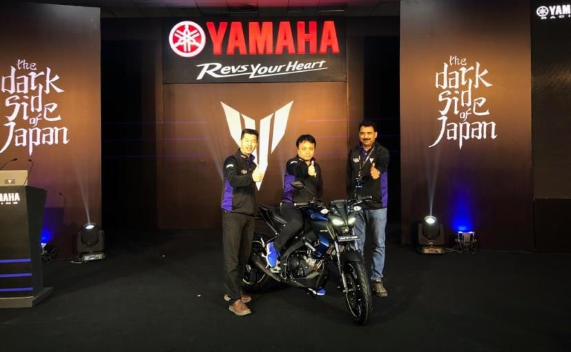 Motofumi Shitara, Chairman & Ravinder Singh, Senior VP Yamaha India with the new Yamaha MT-15
