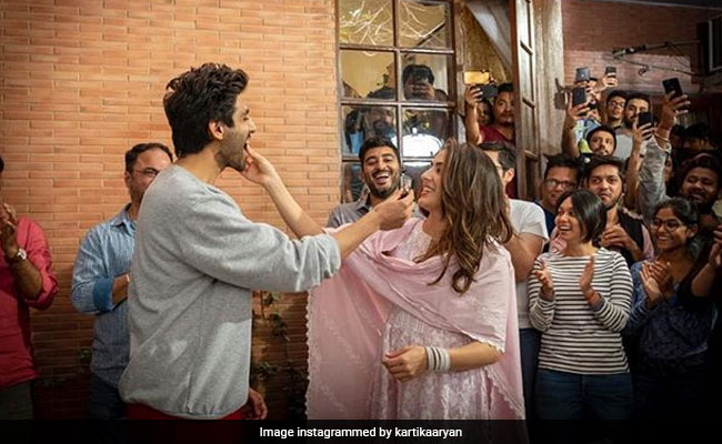 A Glimpse Of Sara Ali Khan And Kartik Aaryan's Love Aaj Kal In These Pics