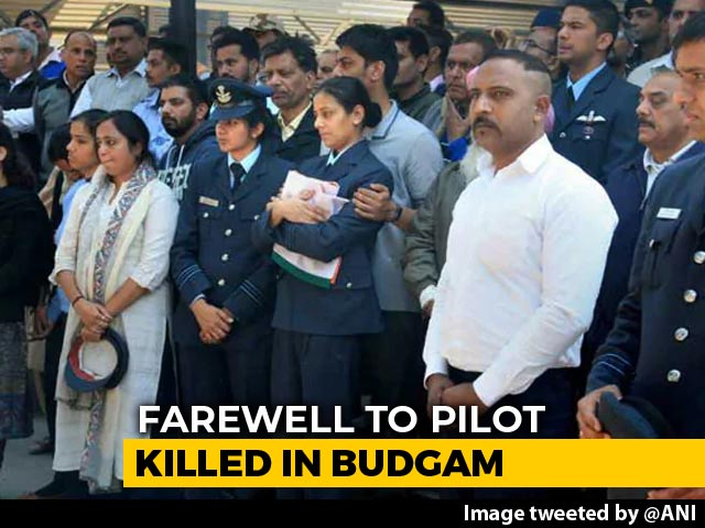 Video : Wife Of Chopper Pilot Killed In Budgam Crash Stands Strong At Cremation