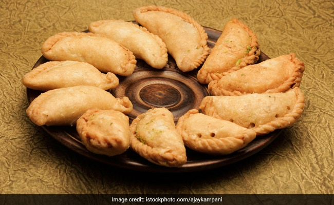 Try These Healthy Protein-Rich And Low-Fat Gujiyas This Holi