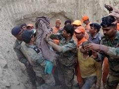 हरियाणा में 60 फुट गहरे बोरवेल में फंसे डढ़े साल के बच्चे को बाहर निकाला
