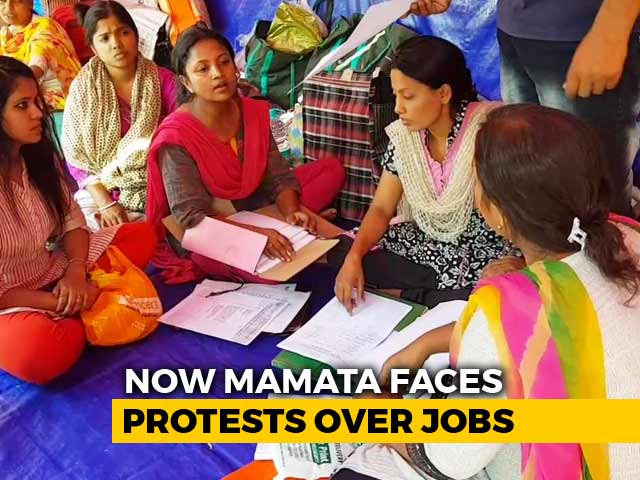 Video : Teachers On Hunger Strike In Kolkata Over Ranks In Exam