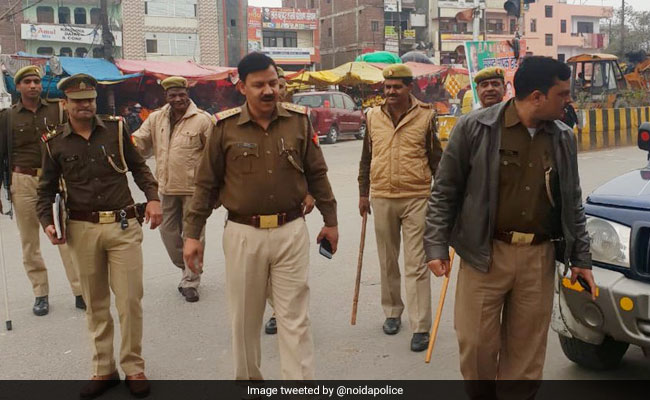 4 Cops, 2 Women Arrested For Exhorting Money From Cab Drivers In Noida