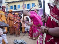 Happy Holi: मथुरा में खेली जाती है लठमार होली, ऐसे हुई थी इसकी शुरुआत