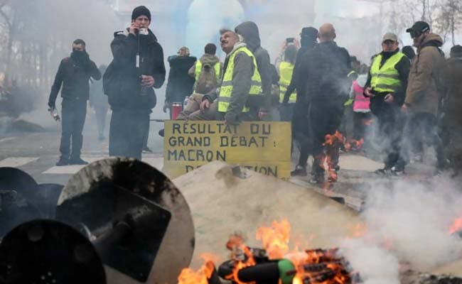 Paris Stores Looted In New ''Yellow Vest'' Riots