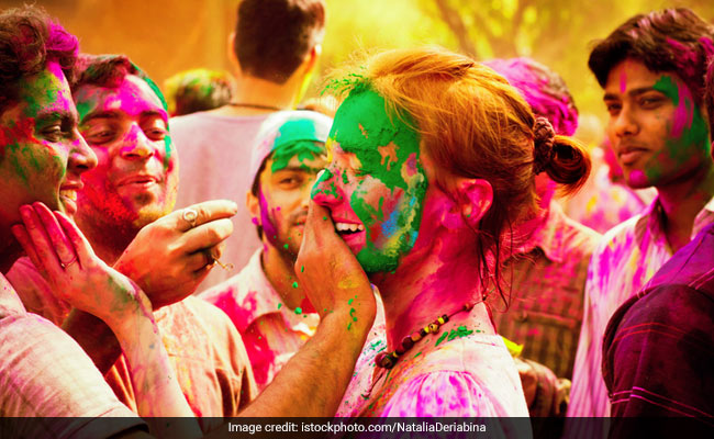 Holi 2019: The Ultimate Guide To Caring For Your Skin Before And After Festivities