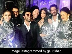 Seen This Epic Pic Of Chris Martin With Shah Rukh Khan, Gauri, Aamir Khan, Alia Bhatt And Ranbir Kapoor?