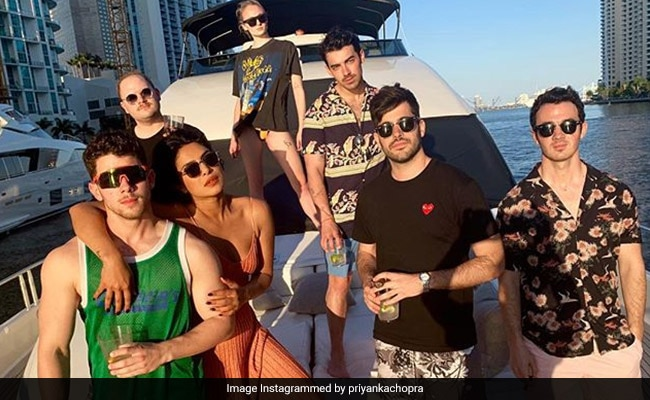 Priyanka Chopra's Non-Blue Monday - Chilling In Miami With Nick Jonas, Sucker And A Ranveer Singh Song