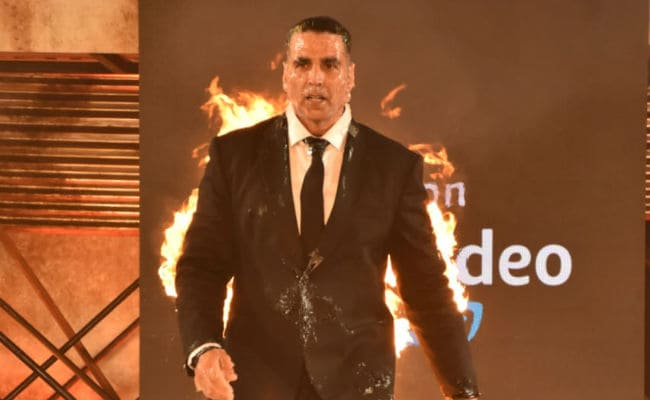 Dear Akshay Kumar, After This Fiery Stunt For The End, Read Twinkle Khanna's Tweet Before Going Home