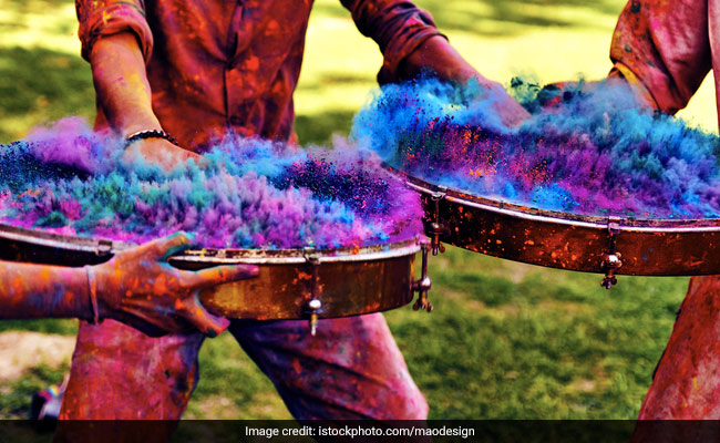 Holi Songs 2019: Turn On The Festive Vibe With Peppy Holi Music
