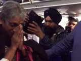 विंग कमांडर अभिनंदन को लेने जा रहे उनके माता-पिता का एयरपोर्ट पर ऐसे हुआ स्वागत, देखें-VIDEO