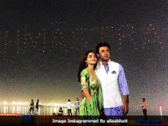 <i>Brahmastra</i>: A Round-Up Of How Alia Bhatt And Ranbir Kapoor Lit Up Kumbh <i>Mela</i>