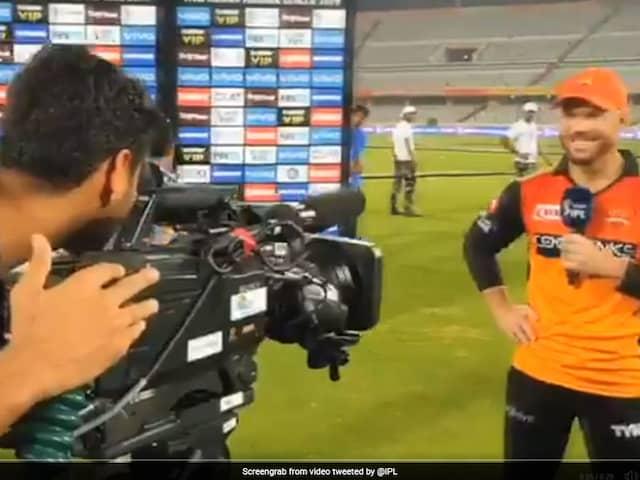 Bhuvneshwar Kumar Turns Cameraman; Help David Warner Record His Farewell Message