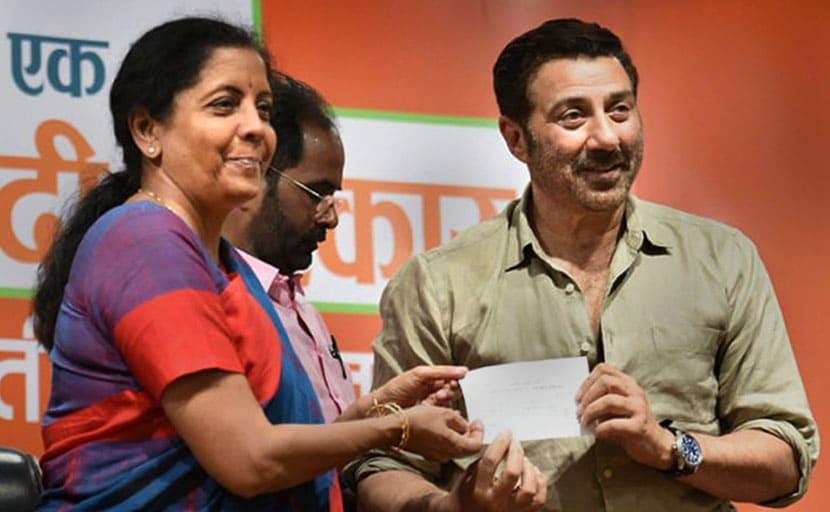 सनी देओल को गुरदासपुर से टिकट देने पर भड़कीं विनोद खन्ना की पत्नी, बीजेपी पर हमला बोलते हुए दिया यह बयान....