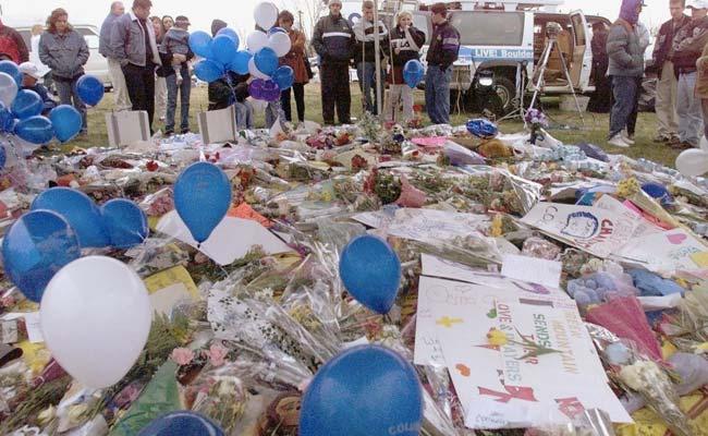 FBI Seeks Armed Woman 'Infatuated' With US High School Massacre