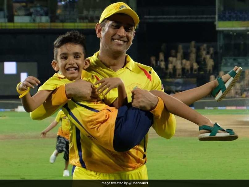Watch: MS Dhoni Helps Imran Tahir