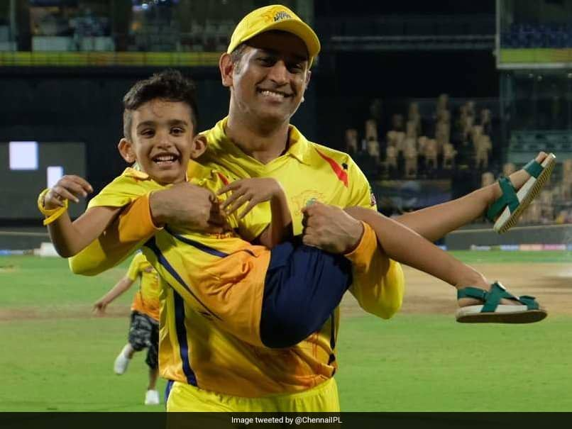 Watch: MS Dhoni Helps Imran Tahirs Son Win Sprint Battle Against Shane Watson Junior