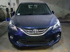 टोयोटा की प्रिमियम हैचबैक ग्लान्ज़ा पहली बार हुई स्पॉट, टोयोटा बैज वाली बलेनो है कार