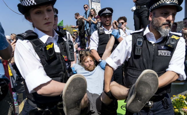 Extinction Rebellion: Climate protesters march on Parliament