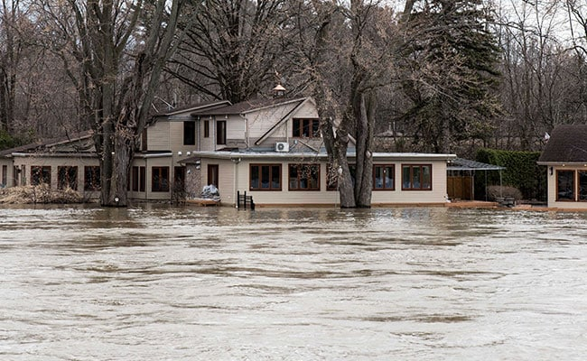 Over 2500 Quebec Residences Flooded, Risk of More to Come