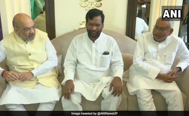 क्या नीतीश कुमार अब 'ऑपरेशन चिराग़' को अंजाम देने में कोशिश में लगे हुए हैं?