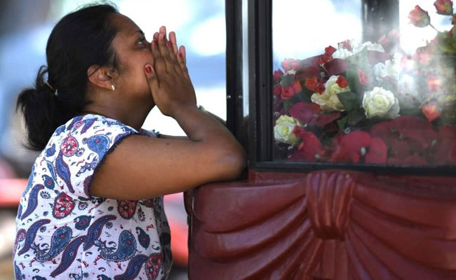 Sri Lanka arrests 40 suspects after bombings, death toll rises