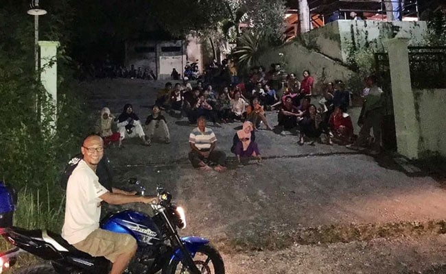 6.8 Quake Hits Off Eastern Indonesia, Tsunami Warning Lifted