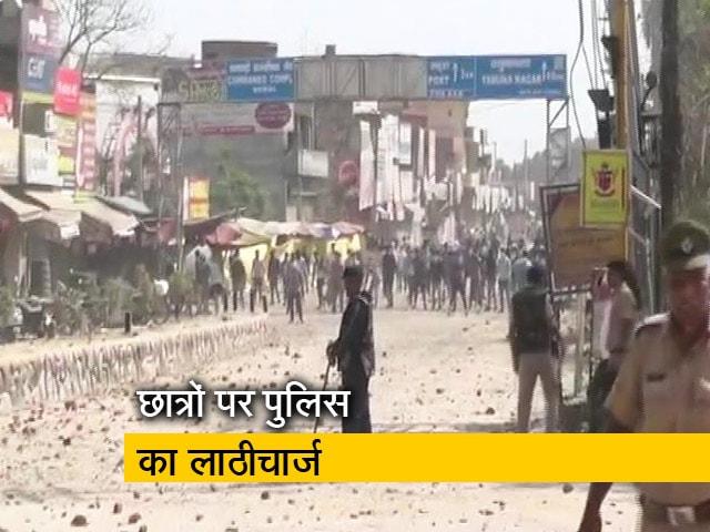 Video : हरियाणा में पुलिसवालों ने किया छात्रों पर लाठीचार्ज