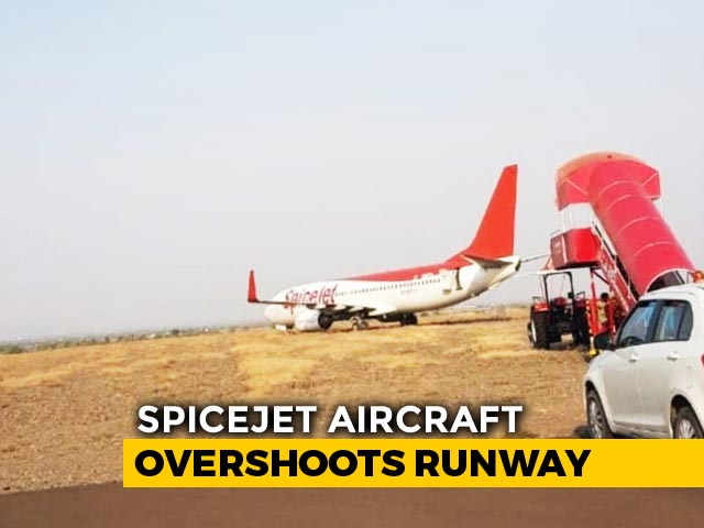 Video : SpiceJet Plane Skids Off Runway At Shirdi, Passengers Stuck For Hours