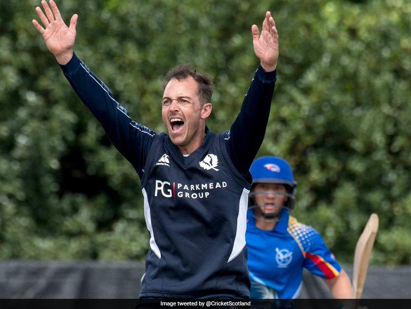 Former Scotland all-rounder Con de Lange loses battle with brain tumour