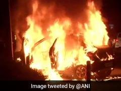 दिल्ली : मंडी हाउस के पास चलती कार में लगी आग, पांच लोग बाल-बाल बचे