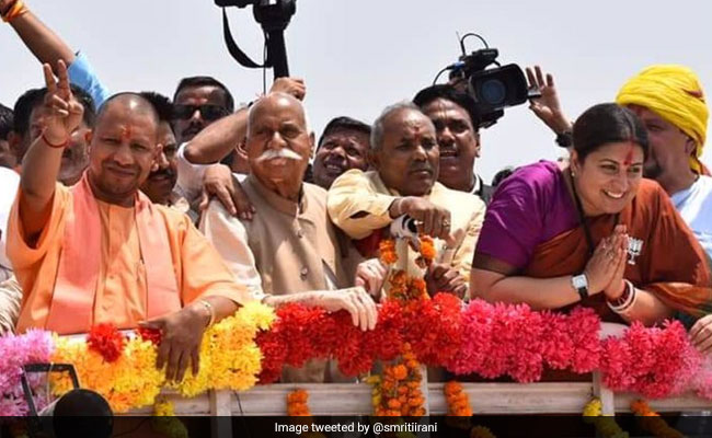अमेठी में हुई राहुल गांधी की हार, स्मृति ईरानी ने लिखा- कौन कहता है आसमां में सुराख नहीं हो सकता...