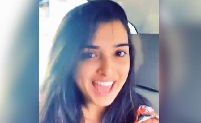 आम्रपाली दुबे को बोला 'मोटू' तो भोजपुरी एक्ट्रेस ने गुस्से में यूं दिया जवाब...देखें वायरल Video