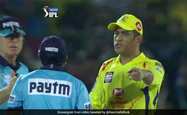 IPL 2019: एमएस धोनी ने दिखाई उंगली तो हैरान रह गए अंपायर, लोग बोले-  'क्रिकेट के मोदी हैं माही...' देखें VIDEO