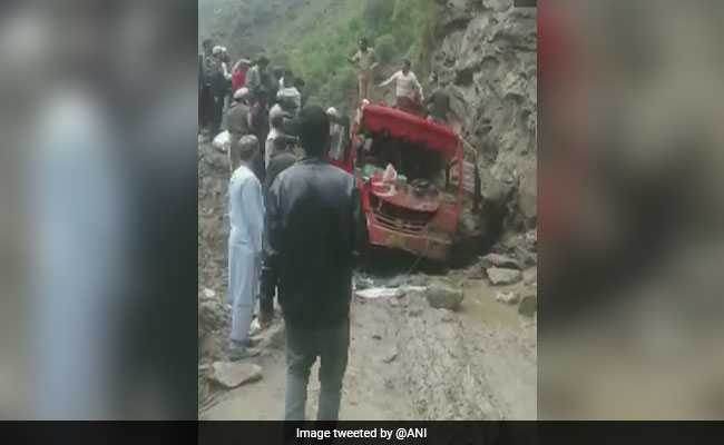 5 Killed, 9 Injured As Boulder Hits Bus After Landslide In Kashmir