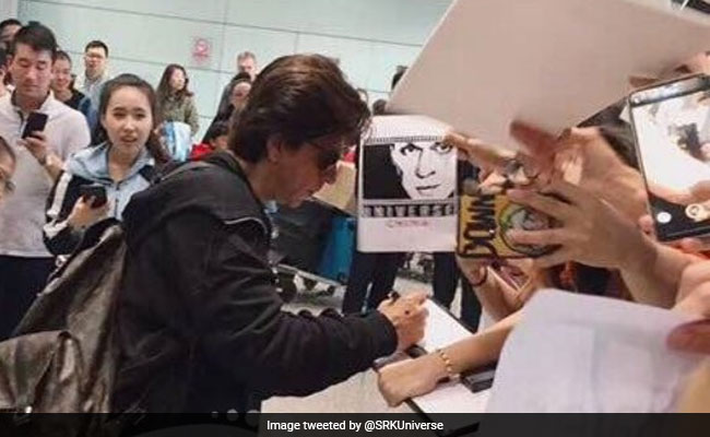 Viral: The Shah Rukh Khan Effect - Fans In Beijing Greet Him With DDLJ Mandolin And Shrieks