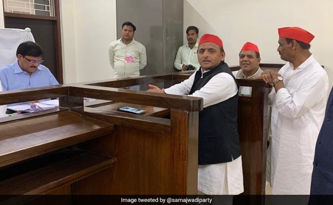 आजमगढ़ के चुनाव में गूंज रहा एनकाउंटर का मुद्दा, अखिलेश यादव ने साधा योगी पर निशाना