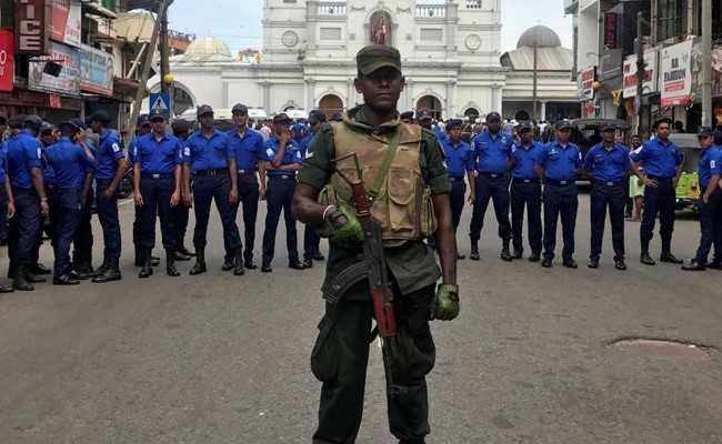 Sri Lankan police evacuates Colombo residents after van eplodes