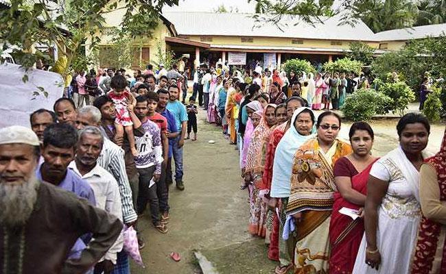 Volunteers encourage people to vote in Mandya