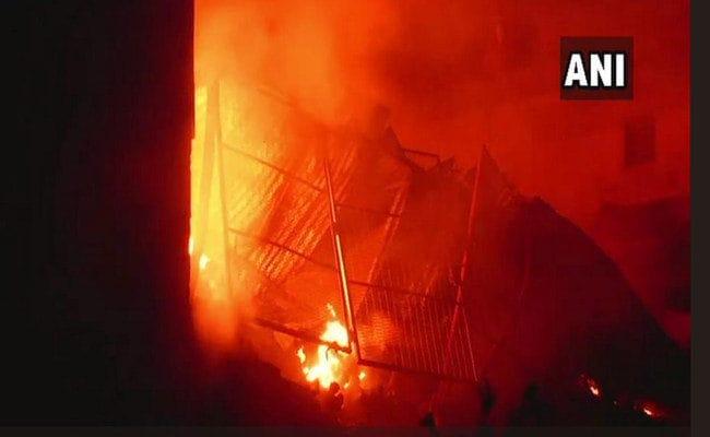 दिल्ली: नरेला इंडस्ट्रियल इलाके में भीषण आग, मौके पर दमकल की 22 गाड़ियां मौजूद